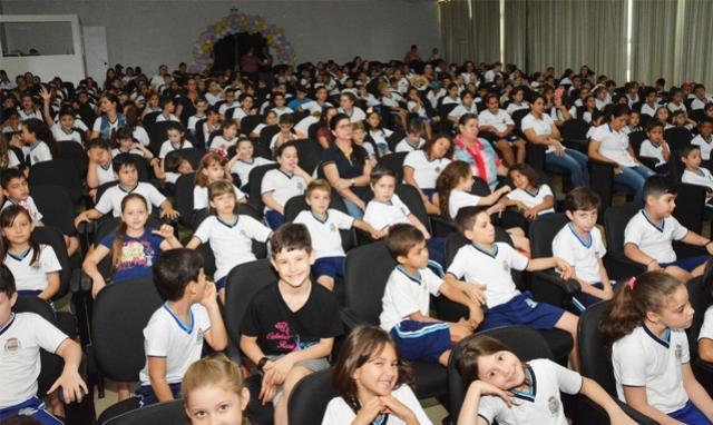 Assis abre programação alusiva ao mês das crianças com Festival de Cinema