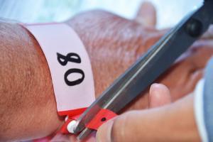 Coronavírus: pacientes em isolamento passam a ser monitorados com pulseiras