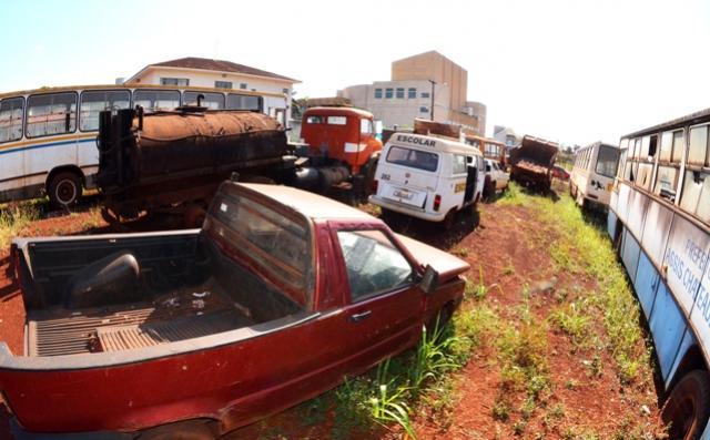 Leilão de veículos, maquinários e sucatas acontece terça-feira, 10, em Assis