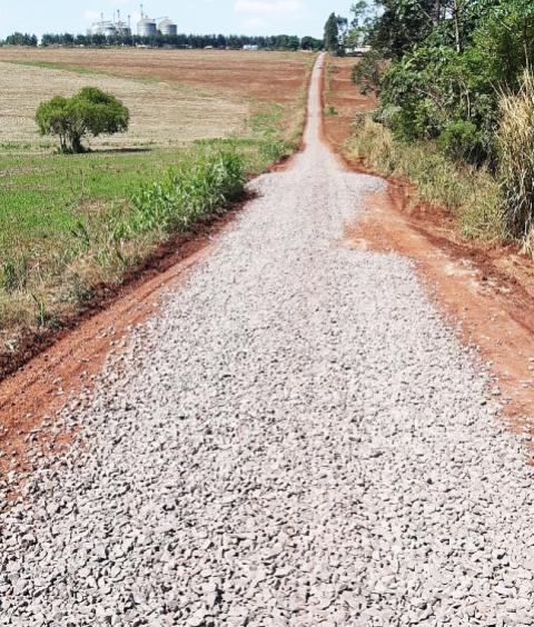 Prefeitura de Assis investe solo brita em 2,6 km no Ramal P