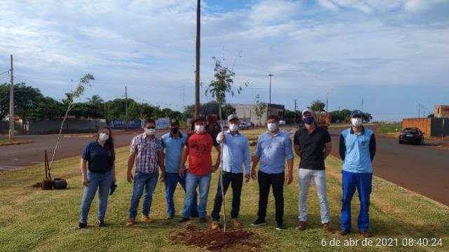 Município realizou projeto de Educação Ambiental para arborização ornamental de alguns canteiros