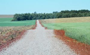 Estrada do Ramal Murú em Assis recebe 2,7 km de solo brita