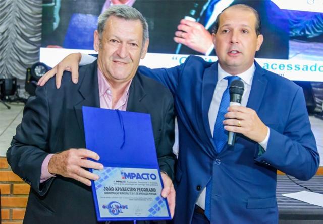 Prefeito Pegoraro de Assis Chateaubriand recebe prêmio por administração com 87% de aprovação popular