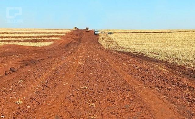 Agricultura: Prefeitura de Assis Chateaubriand faz adequações em estradas na região de Bragantina