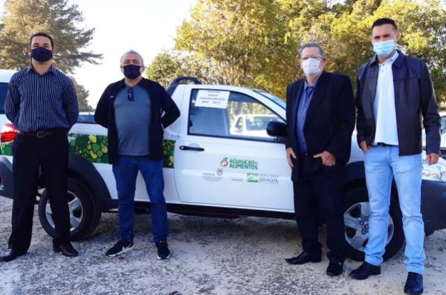 Educação de Assis Chateaubriand recebe novo veículo para transporte da merenda escolar