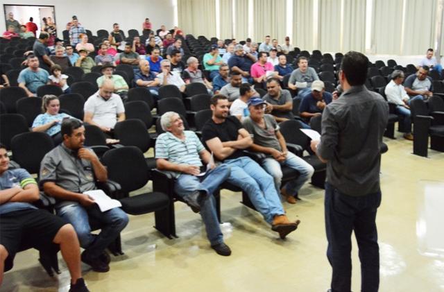 Prefeitura de Assis arremata R$ 297 mil em leilão de veículos e máquinas
