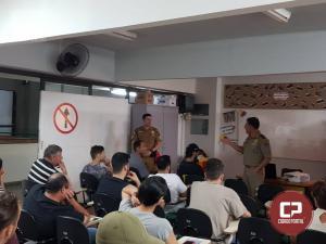 Polícia Rodoviária Estadual de Cascavel realiza palestra para 20 motoristas apenados em crime de trânsito