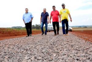 Prefeitura de Assis conclui solo brita em 6 km do Ramal Tupaciretã