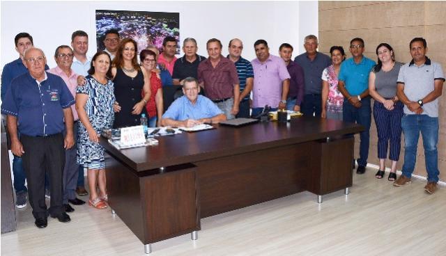 Assinado o contrato para duplicação da Avenida Industrial em Assis Chateaubriand