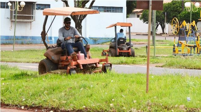 Período chuvoso faz Prefeitura acelerar manutenção de áreas públicas em Assis Chateaubriand