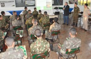 Tiro de Guerra recebe instruções da Defesa Civil em Assis Chateaubriand