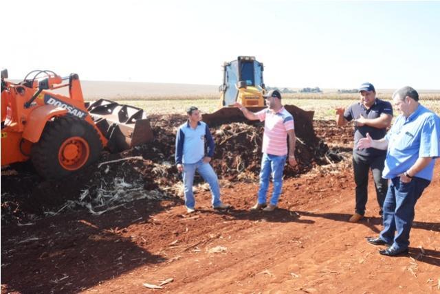 Prefeitura de Assis trabalha na conservação do calçamento entre Santa Rita e Vila Rural