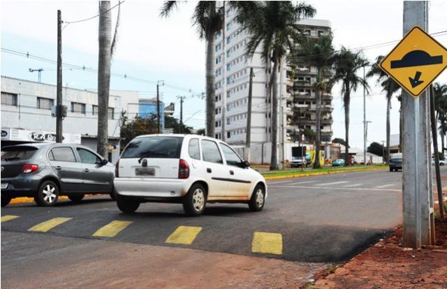Novos redutores de velocidade são instalados na cidade de Assis
