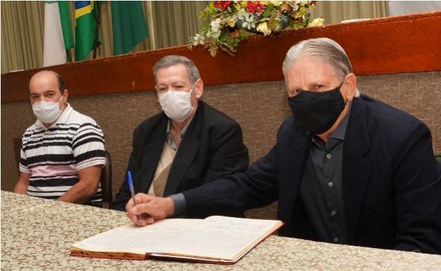 Pegoraro se licencia por 30 dias e presidente da Câmara assume como prefeito