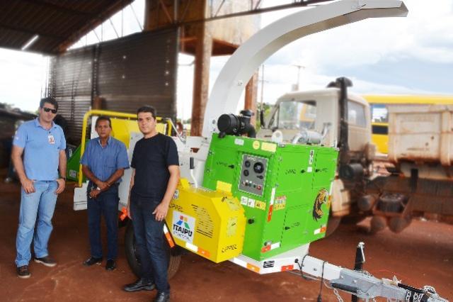 Prefeitura de Assis Chateaubriand adquire máquina trituradora de galhos