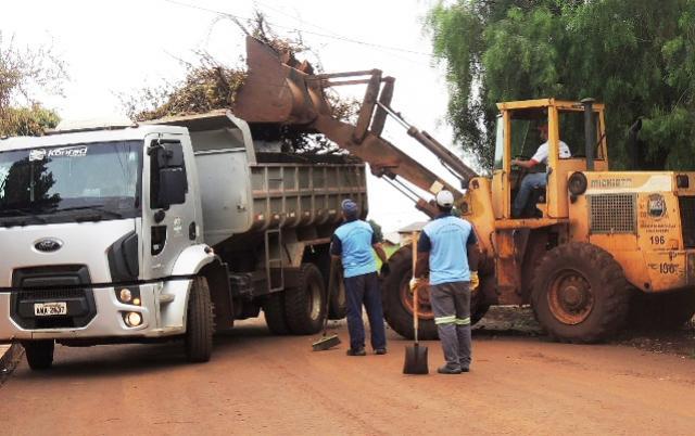 Prefeitura de Assis realiza intenso trabalho de limpeza pelos bairros da cidade