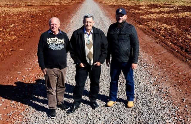 Ramal Guarani de Assis recebe solo brita em 5,9 km de estrada