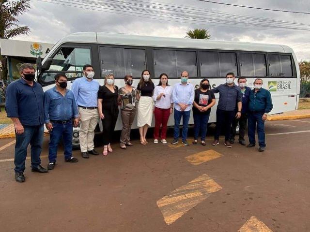 Micro-ônibus é entregue a APAE de Assis Chateaubriand
