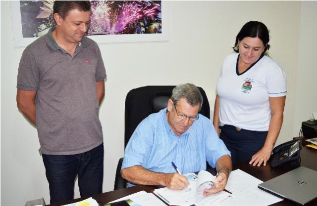 Assinada ordem para construção de galpões na Feira do Jardim Progresso em Assis Chateaubriand