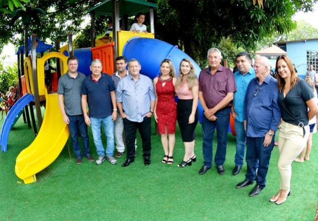 Escola Manoel Ribas do Azaury de Assis Chateaubriand recebe parque infantil