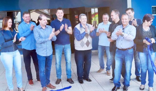 Governo de Assis inaugura unidade de saúde, arenas esportivas e entrega veículos