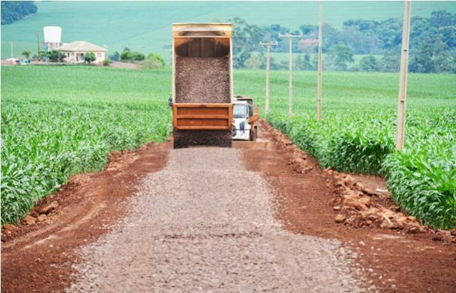 Município de Assis Chateaubriand investe em melhorias de mais 10 km de estradas