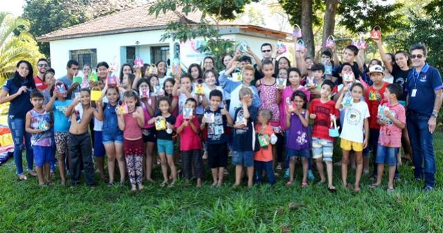 Município de Assis Chateaubriand distribui chocolates a crianças das UDCs