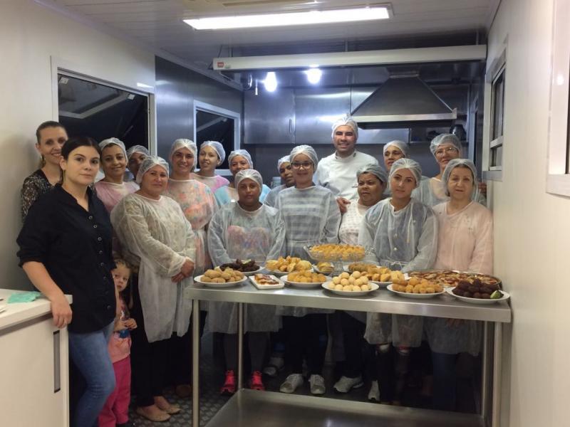 Encerrado mais um curso na Carreta da Gastronomia em Assis