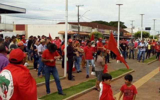 Mariluz protesta contra ameaça de despejo a famílias em assentamento