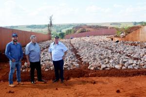 Município de Assis fiscaliza caçambas e exige separação correta de resíduos da construção civil
