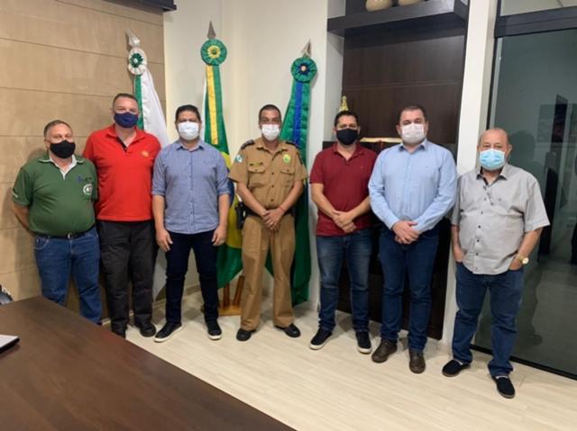 Segurança pública é tema de reunião entre prefeitura, autoridades policiais e Conseg