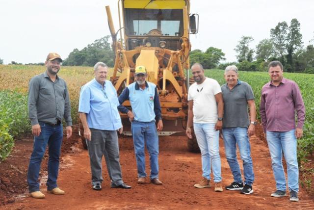 Município de Assis investe na manutenção de estradas para escoamento da produção