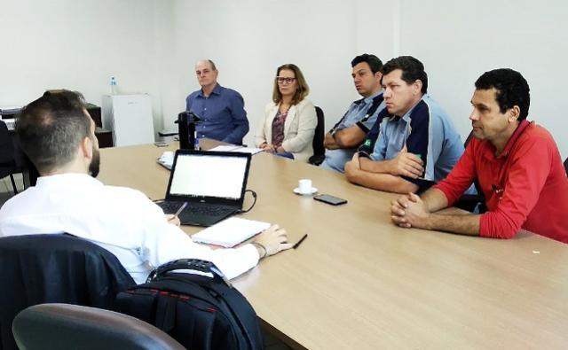 Assis aproxima iniciativas públicas e privadas para desenvolvimento do município
