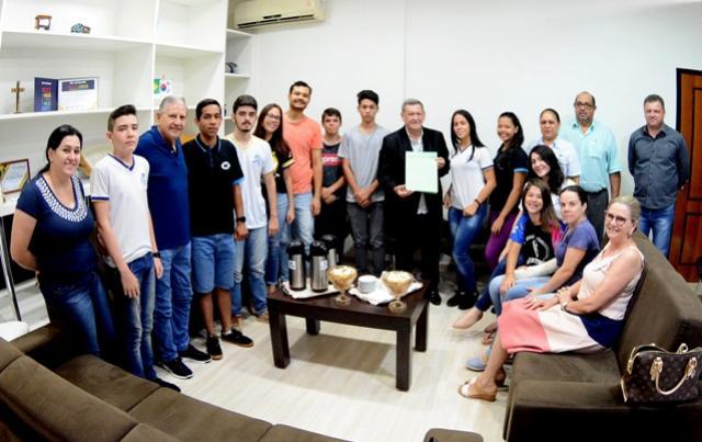 Prefeito Pegoraro recebe Parlamento Jovem de Assis Chateaubriand