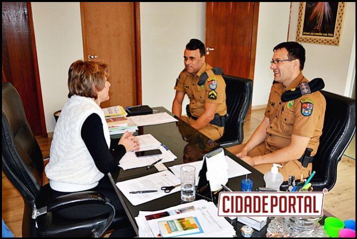 Prefeita Angela Kraus recebe comando da Policia Militar