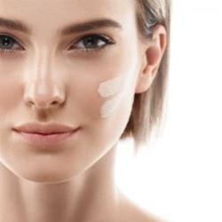 Protetor solar com maquiagem é boa opção para o verão