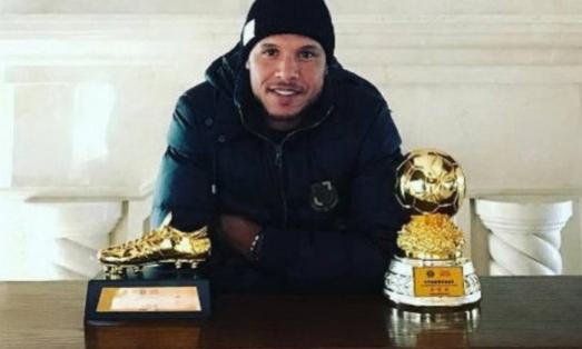 Luis Fabiano reaparece nas redes sociais e dá recado: Ta chegando a hora!
