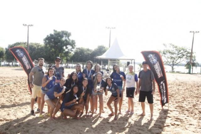 Paranaguá domina Circuito Paranaense de Handebol de Areia no Verão Maior