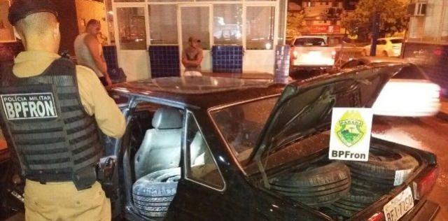Polícia Militar e Receita Federal resulta apreensão de um veículo carregado de pneus contrabandeados na Ponte Internacional da