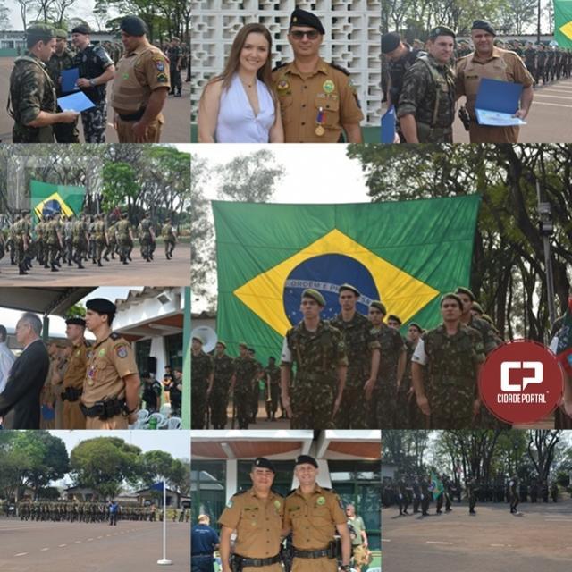 Policiais Militares recebem homenagem no desfile de aniversário do Tiro de Guerra de Maringá