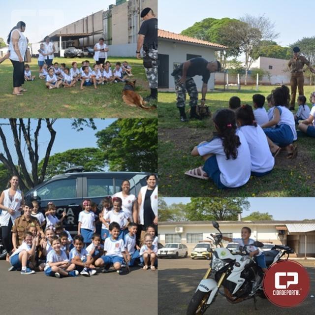 Polícia Militar de Maringá recebe visita de crianças do CMEI Tereza Leonel