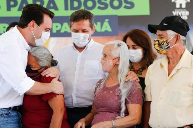 Governador inaugura condomínio para idosos com 40 casas em Foz do Iguaçu