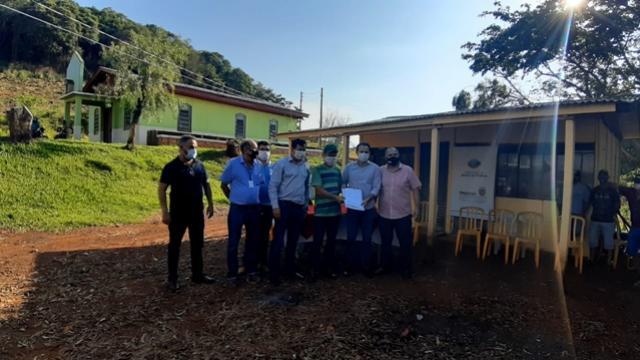 Famílias de Candói recebem documentos para dar início à Regularização Fundiária