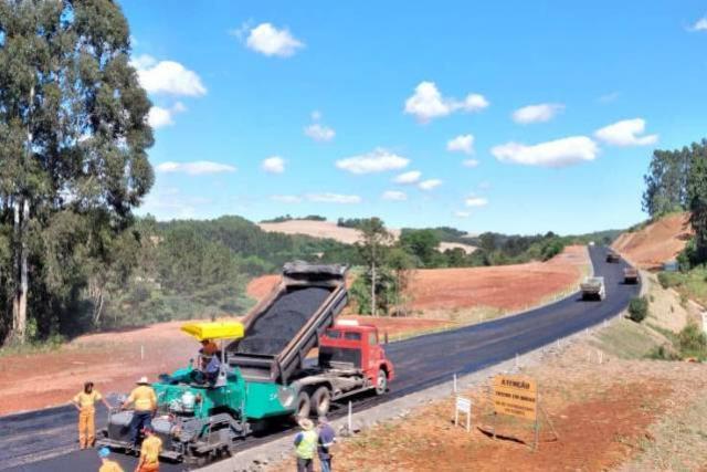 Pavimentação de Pitanga a Mato Rico tem três frentes de trabalho e atinge 23% de execução