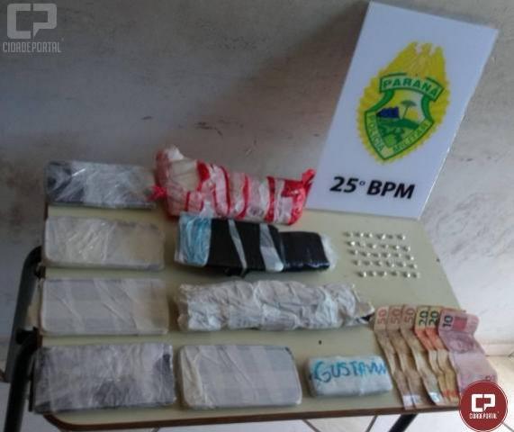 Equipes da Polícia Militar apreendem drogas, celulares e encaminham um homem por tráfico de entorpecentes
