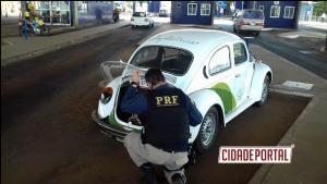 Polícia Rodoviária Federal recupera fusca roubado em 1993 na ponte da amizade nesta segunda-feira, 03