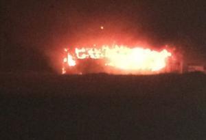 Vândalos colocam fogo em dois ônibus em Mariluz na noite desta quarta-feira, 03