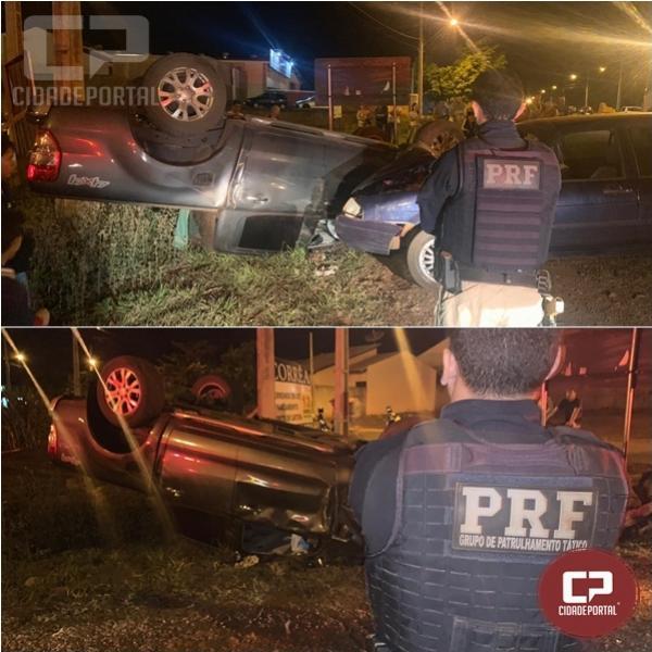 PRF prende motorista após capotar em tentativa de fuga com caminhonete roubada