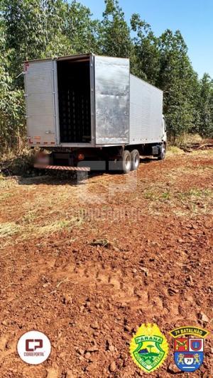 Polícia Militar de Mariluz apreende caminhão carregado com cigarros contrabandeados