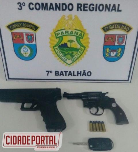Polícia Militar de Mariluz recebe ligação anônima e apreende veículo com duas armas de fogo